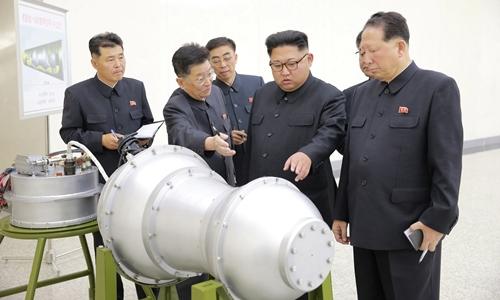 Nhà lãnh đạo Triều Tiên Kim Jong-un thăm Viện Vũ khí Hạt nhân. Ảnh: Reuters/KCNA.