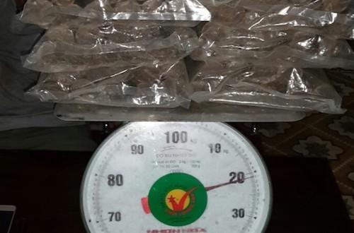 nguoi-dan-ong-van-chuyen-trai-phep-21kg-thuoc-no
