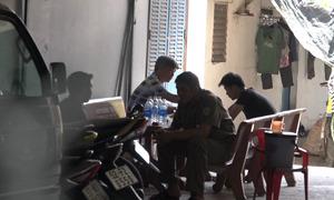Bé trai hai tuổi bị khống chế trong phòng trọ ở Sài Gòn