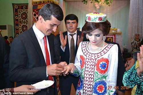 tong-thong-tajikistan-dich-than-lam-ong-mai