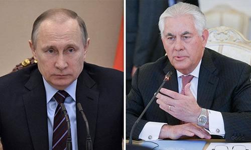 Tổng thống Nga Vladimir Putin (trái) và Ngoại trưởng Mỹ Rex Tillerson. Ảnh: Express.