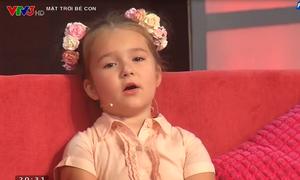 Cô bé người Nga nói 8 thứ tiếng đến Việt Nam
