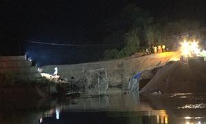 Đã xác định vị trí ba công nhân bị vùi lấp khi cầu sập