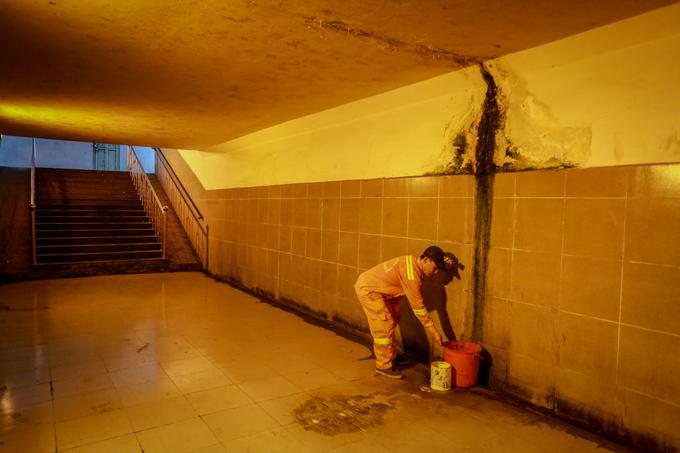 Ba hầm bộ hành nứt toác, vắng người qua lại ở Sài Gòn