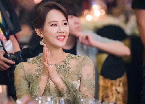 Oh Hyun Kyung là quen thuộc với khán giả Việt Nam qua những vai diễn đầy màu sắc trong các series truyền hình ăn khách như Pháo hoa, Bởi vì anh yêu em, Khi các bà nội trợ hành động, Tạm biệt hôn nhân& Đặc biệt, vai cô giáo thể dục cá tính, nóng nảy trong sitcom hài đình đám Gia đình là số một (phần 2) của người đẹp gây ấn tượng với người hâm mộ.