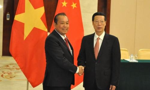 Phó thủ tướng Trương Hòa Bình bắt tay người đồng cấp Trung Quốc Trương Cao Lệ. Ảnh: VOV.