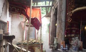 Di tích quốc gia 1000 tuổi ở Hà Nội dùng cột sắt chống đổ