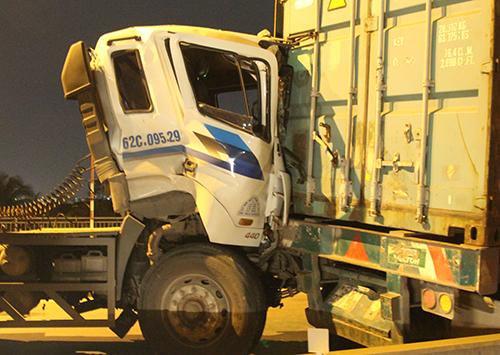 ba-xe-container-tong-lien-hoan-tren-doc-cau-tu-than-o-sai-gon