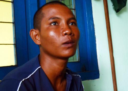 Ảnh 1: Ngư dân Danh Việt : Tôi thấy mình như chết đi sống lại. Ảnh: Thạch Thảo.