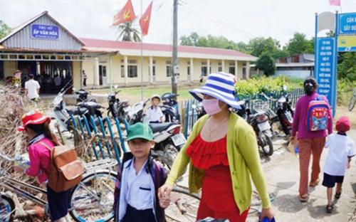 Năm phòng học tại điểm trường Tân Hiệp bị khóa cửa khiến gần 100 học sinh không có nơi học. Ảnh. Tiến Thanh.