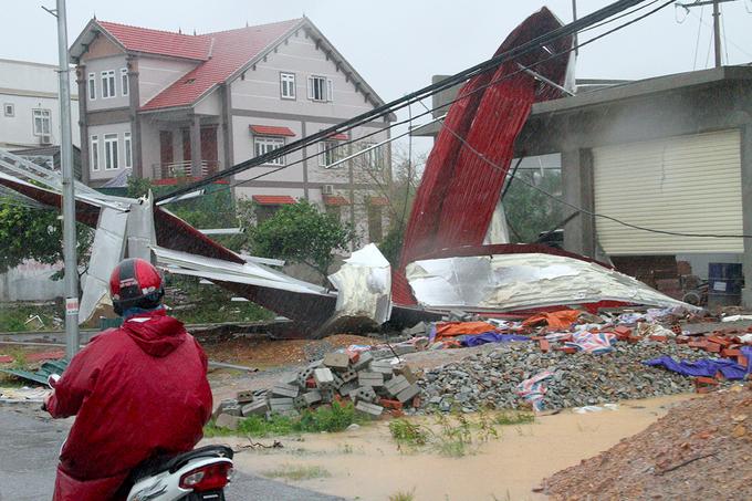 Người miền Trung đối mặt với thiệt hại sau bão
