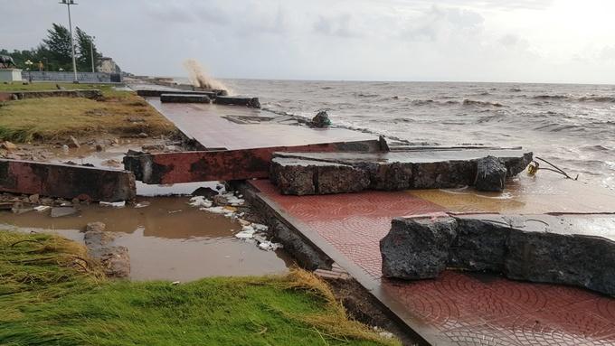 Kè Đồ Sơn vỡ tan, bãi biển ngập rác
