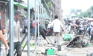 50 ki ốt tháo dỡ, ùn tắc quanh Tân Sơn Nhất kéo dài