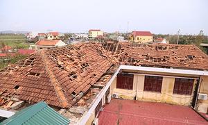 Trường học tốc mái, nhà nội trú giáo viên sập sau bão