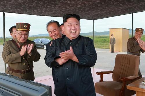 Ông Kim thị sát vụ phóng tên lửa trong bức ảnh được KCNA công bố hôm nay. Ảnh: KCNA.