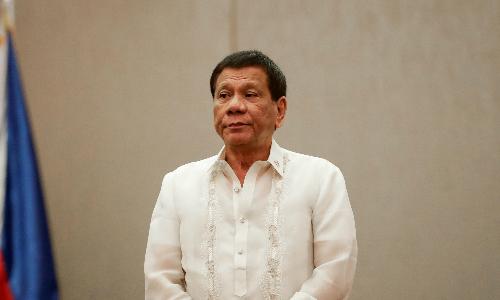 tong-thong-philippines-duterte-mia-mai-quan-chuc-nhan-quyen-la-au-dam