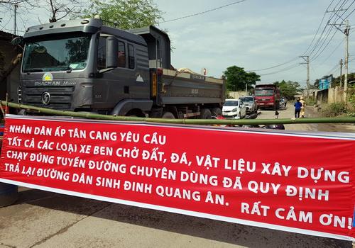 Người dân Đồng Nai rào đường chặn xe tải chở đá