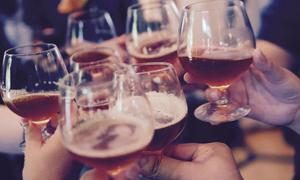 Từ ngày 1/11 cấm bán rượu cho người dưới 18 tuổi