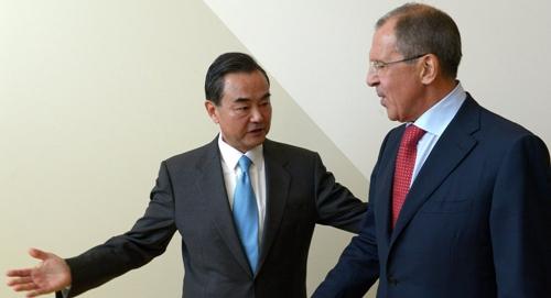 Ngoại trưởng Nga và Trung Quốc trong một cuộc gặp tại Liên Hợp Quốc năm 2015. Ảnh: Sputnik.