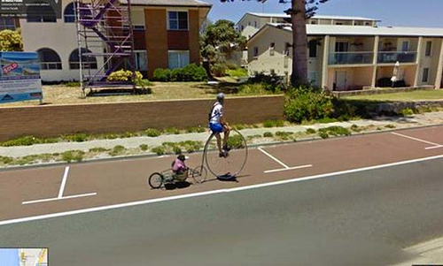 nhung-khoanh-khac-hai-huoc-nhat-tren-google-street-view-1