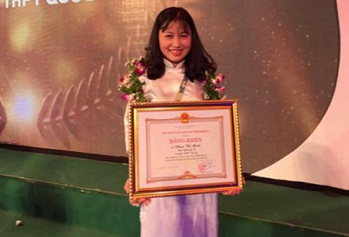Phan Thị Minh rạng rỡ trong ngày vinh danh học sinh giỏi