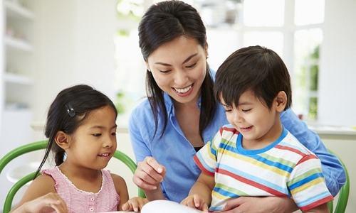 Tránh ác mộng khi vào lớp 1, mẹ dạy con đọc từ năm tuổi