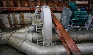 Vận hành máy bơm chống ngập ở 'rốn' ngập TP HCM