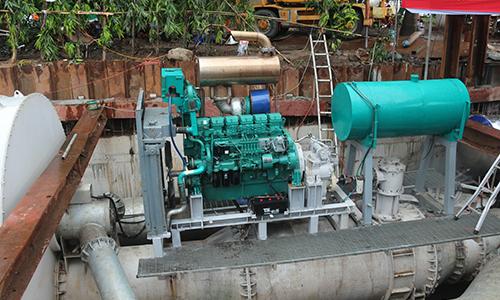 Máy bơm khủng hút cạn nước ở 'rốn' ngập của TP HCM sau 15 phút