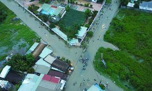 Đường Sài Gòn thành sông ngày triều cường đạt đỉnh nhìn từ trên cao