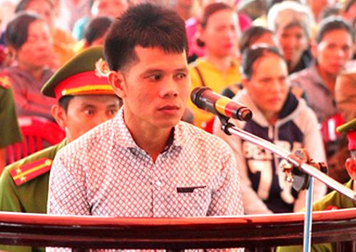 Bị cáo Tùng tại phiên tòa xét xử lưu động
