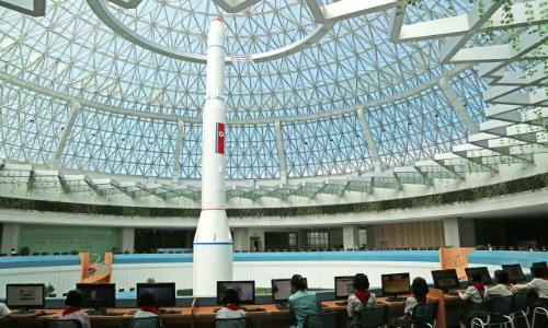 Tham vọng hạt nhân và tên lửa phủ bóng đời sống dân thường Triều Tiên