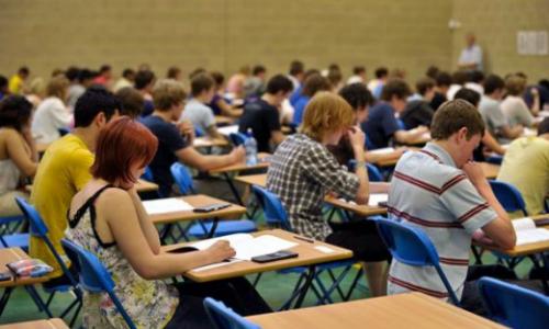 Giảng đường đại học khiến nhiều người trẻ bị xô dạt bất định