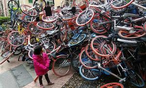 Đập phá hàng nghìn xe đạp công cộng - Chuyện gì đang xảy ra với người Trung Quốc?