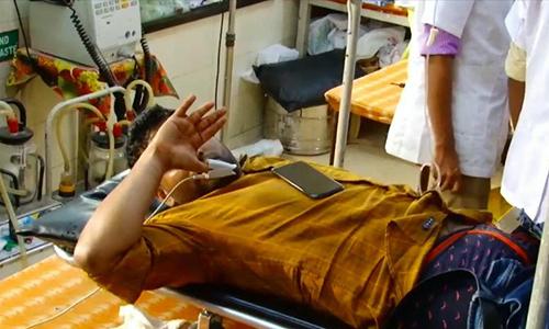 Nạn nhân nằm điều trị ở bệnh viện tại Ấn Độ. Ảnh: New Lions.