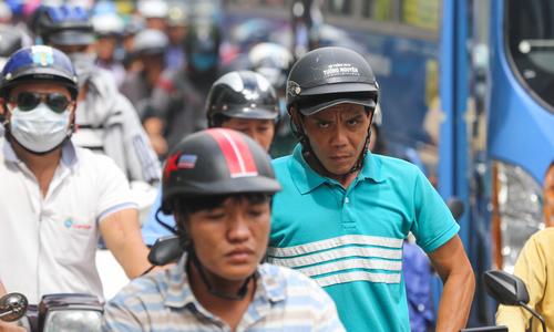 Cháy nhà ở Sài Gòn khiến kẹt xe từ sáng đến trưa