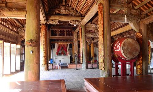 Ngôi đình thờ vị vua sáng lập thương cảng Vân Đồn
