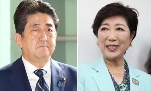 Thủ tướng Nhật Bản Shinzo Abe (trái) và thị trưởng Tokyo Yuriko Koike. Ảnh: Nikkei.