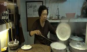 Người phụ nữ gần 30 năm đạp xe bán bánh cuốn