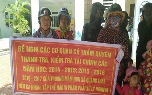 phu-huynh-cang-bang-ron-tiep-tuc-cho-con-nghi-hoc-phan-doi-lam-thu-1