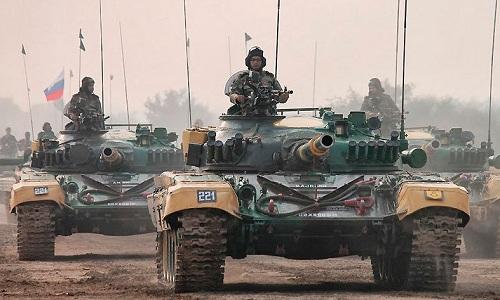 an-do-dieu-100-xe-tang-den-sat-bien-gioi-pakistan