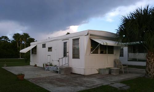 Căn nhà của giảng viên Mindy Percival ở Stuart, Florida với nhiều thiết bị đã bị hỏng ở bên trong. Ảnh: Mindy Percival.