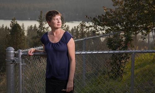 Bà Rebecca Snow đã bỏ nghề dạy để làm tác giả viết tiểu thuyết. Ảnh: Guardian.