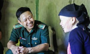 Chiến sĩ ngày canh biên giới, đêm xóa mù chữ cho phụ nữ U50