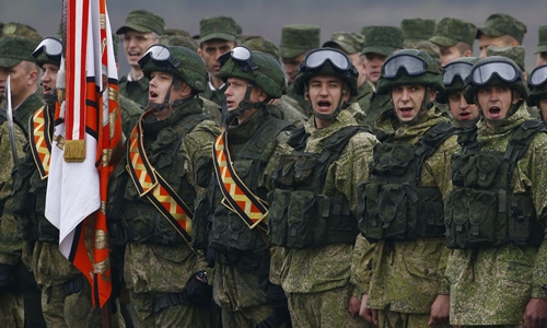 Binh sĩ Nga tham gia cuộc tập trận Zapad 2017 tại thao trường gần thị trấn Borisov, Belarus, ngày 20/9. Ảnh: Reuters.