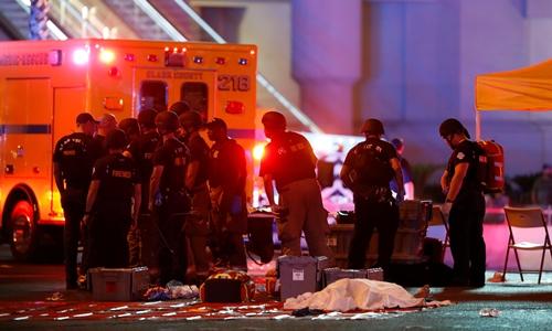 Lực lượng an ninh tại hiện trường vụ xả súng ở Las Vegas. Ảnh: Reuters.
