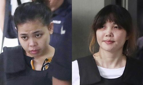 Đoàn Thị Hương (phải) và Siti Aisyah ra tòa thượng thẩm Sham Alam hôm nay. Ảnh: AP.