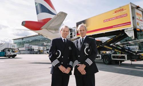 Hai anh em sinh đôi Jeremy (trái) và Nick nghỉ hưu ở tuổi 60. Ảnh: Sky News.