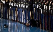 Vì sao lính Mỹ không cứu khi đồng đội ngất trước mặt Obama?