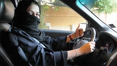 cac-hang-oto-dua-nhau-thu-hut-phu-nu-arab-saudi