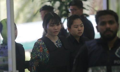 Đoàn Thị Hương được áp giải đến tòa án ngày 3/10. Ảnh: NSTF.
